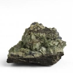 Ludlamite, 2.2 x 1.6 x 1.5 cm