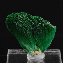 Malachite, 3.1 x 2.7 x 2 cm