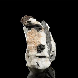 Bussyite-(Ce),  4.5 x 3.4 x 2 cm.