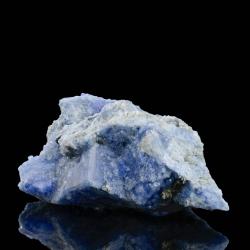 Carletonite,  6 x 3.8 x 2 cm.