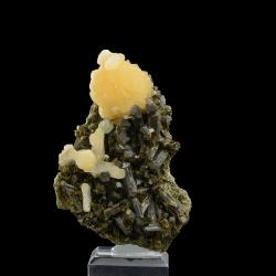 Stilbite, Epidote,  9.8 x 6.6 x 3.5 cm.