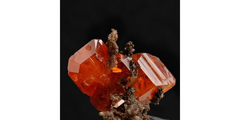 Wulfenite: a colourful gemmy lead-molydenum mineral species