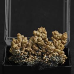 Copper, 3.1 x 2.5 x 2 cm.