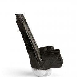 Arfvedsonite, 4.5 x 2.1 x 1 cm.