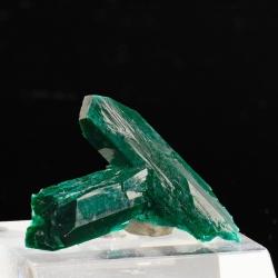 Dioptase, 3 x 2.8 x 1.3 cm.