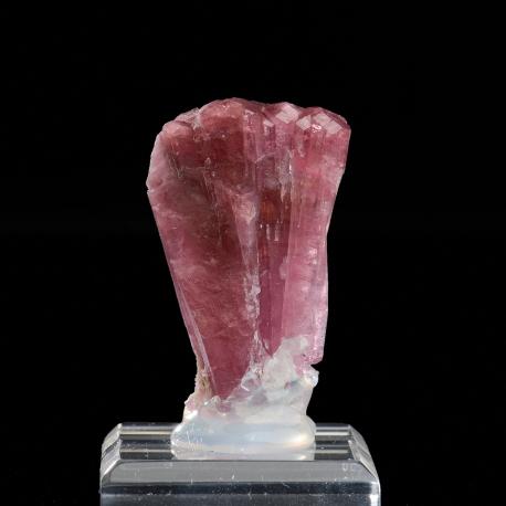 Elbaite, 4.6 x 3 x 2.4 cm.