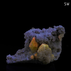 Weloganite, 4.5 x 3.5 x 2.8 cm.