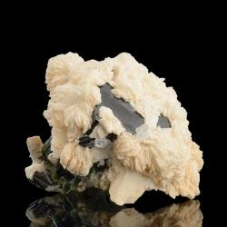 Elbaite, 7.5 x 7 x 6.3 cm.