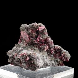 Erythrite, 6 x 4.5 x 3.5 cm.