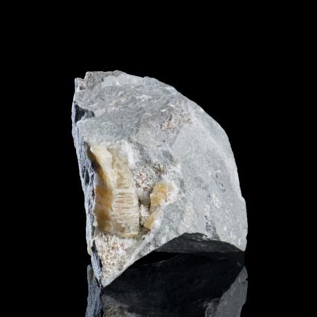 Weloganite,  9 x 5 x 5 cm.