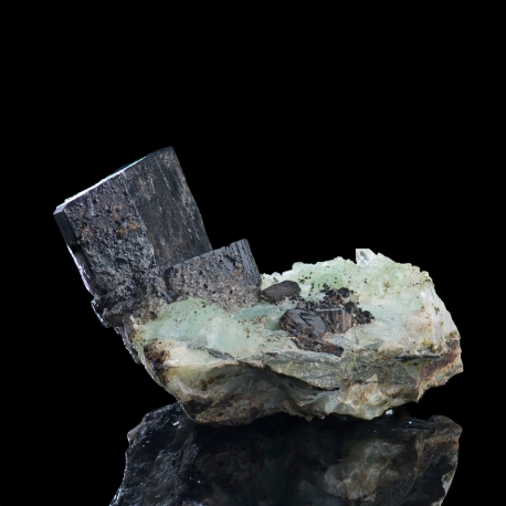 Babingtonite,  8 x 7.5 x 5 cm.