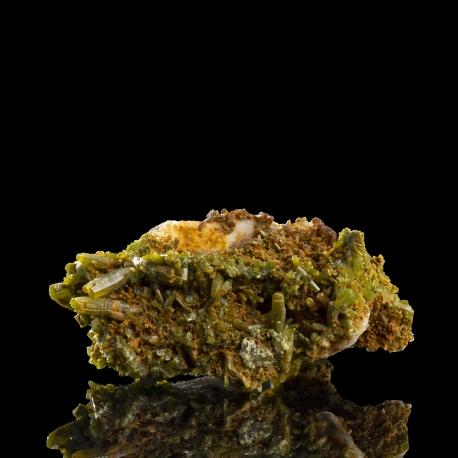 Pyromorphite,  6.5 x 4.5 x 2.8 cm.