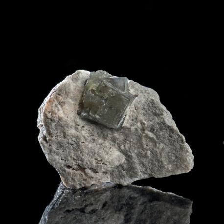 Boracite,  4 x 3 x 1.5 cm.