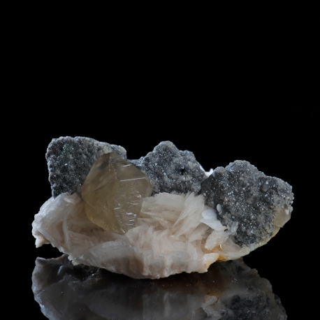 Cerussite,  5.5 x 3.5 x 2.5 cm.