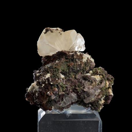 Cerussite,  4.5 x 4.5 x 4 cm.